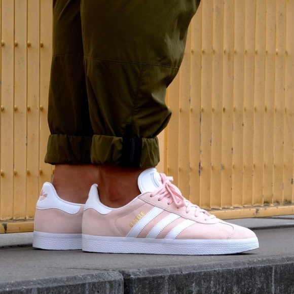 huge selection of 44ca9 67700 NEW Adidas Gazelle Sneakers Vapor Pink White 10.5